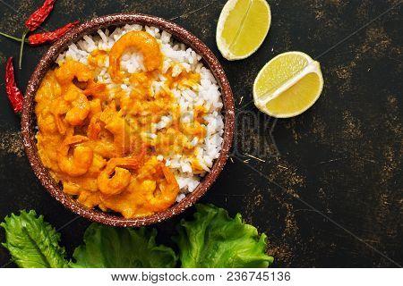 Thai Shrimp Dish In Curry Sauce With Rice.thai Shrimp Dish In Curry Sauce With Rice. Asian Food. Dar