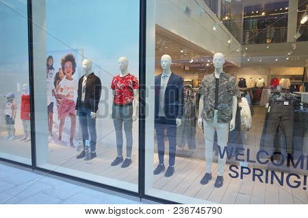 Bracknell, England - April 18, 2018: Window Display Of Spring And Summer Fashion Clothing For Men In