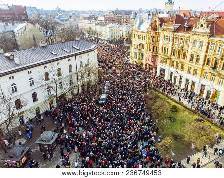 Lviv, Ukraine - April 6, 2018: Procession With A Large Cross. The Crowd Is Walking Their Temple To T
