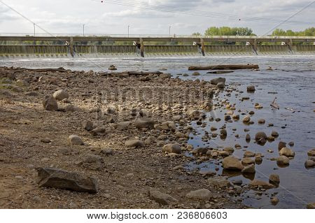 Coon Rapids, Mn/usa - July 24, 2017: The Rocky Shoreline Of The Mississippi River Near The Coon Rapi