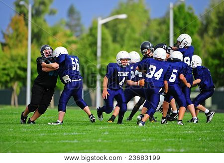 Youth American Football blocking