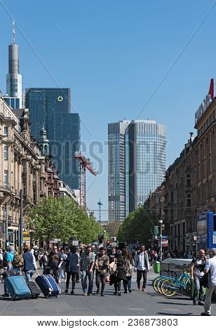Frankfurt, Germany-april 18, 2018: View Of People On The Kaiserstrasse And The Square In Front Of Th
