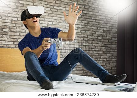 The Vr Headset Design Is Generic And No Logos, Man Wearing Virtual Reality Goggles Watching Movies O