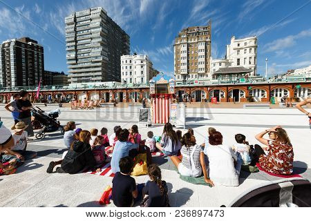 Brighton, United Kingdom - August 1, 2017: People Watching The Performance Of A Puppet Theater On Th