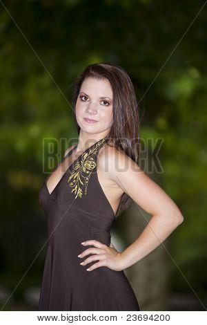 smiling brunette woman posing in park