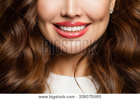 Pretty Wemale Smile With Shite Teeth Close Up