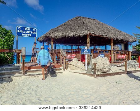 Half Moon Cay/bahamas-10/31/19: A Bar Where Alcoholic Beverages Are Served At The Beach In Half Moon