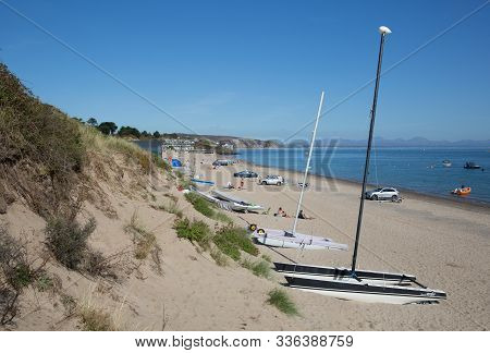 Abersoch, Wales, Uk-september 19th 2019: Beautiful Weather Attracted Visitors To The Beach In The Po