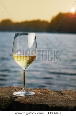 Wineatthelake
