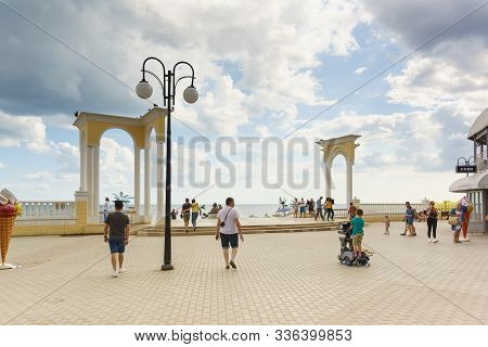 Yevpatoria, Crimea, Russia-september 07, 2019: Columned Access To The Beach On Gorky Embankment In T