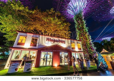 South East Asia / Singapore - Nov 29 2019 : Haagen Dazs Pop-up Store At Singapore Famous Tourists At