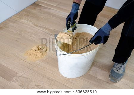 Master Parquet. Preparation Of Parquet Grout Material. Mixing Retainer, Varnish And A Small Mixture