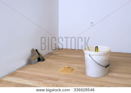 Wooden Fine Dust, Spatula And Other Parquet Accessories, Parquet Grout Material, Pre-varnishing Phas
