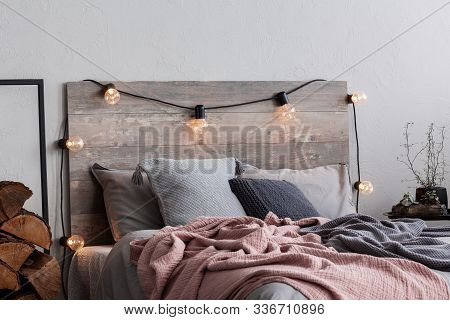 Christmas Bedroom Decor With Lights And Wood