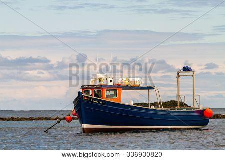 Farne Islands, Uk - May 27, 2019: Tourist Boats Waiting, As Tourists Go Bird Watching During Breedin
