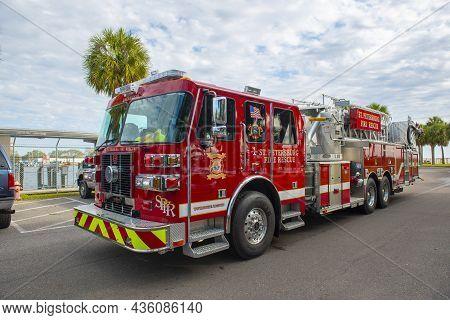 St. Petersburg, Fl, Usa - Jan. 26, 2019: Fire Truck Of St. Petersburg Fire Rescue Department On Duty