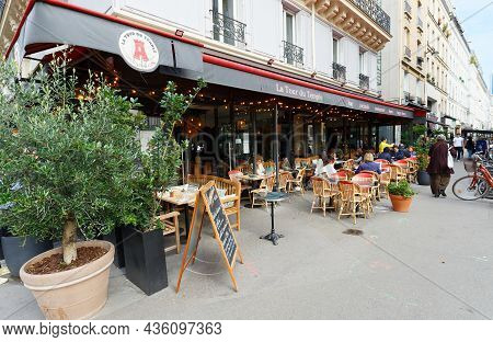 Paris, France-october 07, 2021 : Traditional French Cafe La Tour Du Temple Located At Temple Street