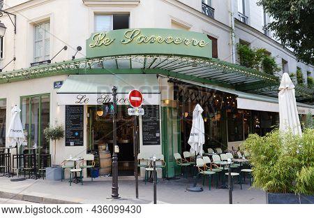 Paris, France-october 07, 2021 : Restaurant Le Sancerre Is A Traditional Parisian Bistro Located In