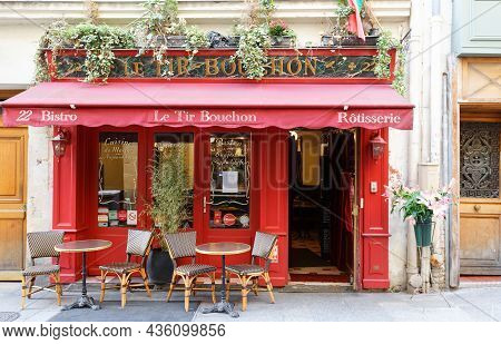 Paris, France-october 07, 2021 : Traditional French Restaurant Le Tir Bouchon Located In Montorgueil