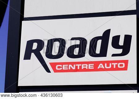 Bordeaux , Aquitaine  France - 10 10 2021 : Roady Centre Auto Service Facility Logo Text Station Sho