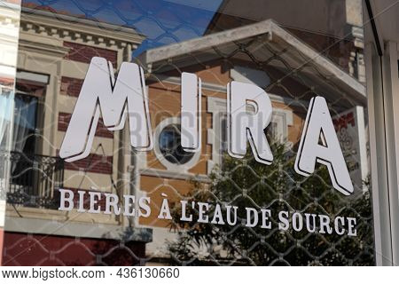 Bordeaux , Aquitaine  France - 10 10 2021 : Mira Beers Sign Logo And Brand Text Spring Water Beer Fr