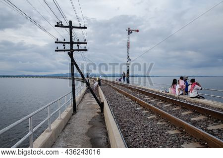 13,oct,2021,lopburi Thailand,group Of Tourists Who Go Sightseeing And Take Photos On The Railway Bri