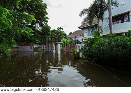 20,sep,2021,lopburi Thailand,the Storm, Known As Tien Mu, Swept Through Thailand Causing Heavy Rainf