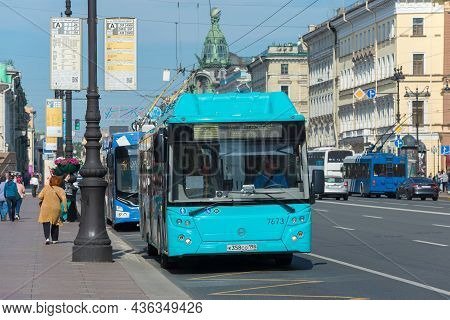 Saint Petersburg, Russia - June 06 10, 2021: Urban Public Transport At A Stop On Nevsky Prospekt On