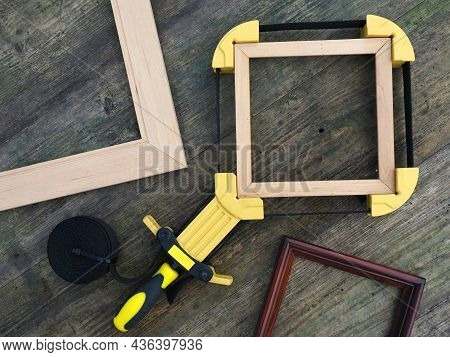 Gluing Picture And Photo Frames. Strap Clamps For Holding Circular, Square And Irregularly Shaped Ob