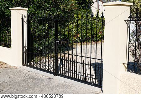 Metallic Black Retro Classic Portal Home Iron Classical Steel Vintage Metal House Gate