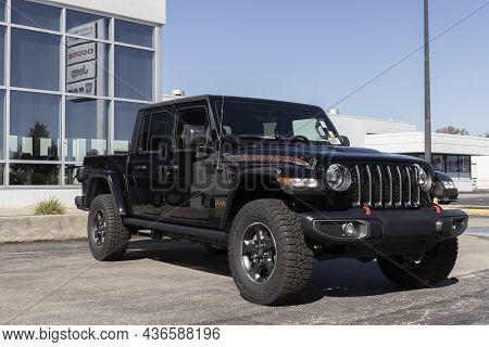 Indianapolis - Circa October 2021: Jeep Gladiator Display At A Jeep Ram Dealer. The Stellantis Subsi