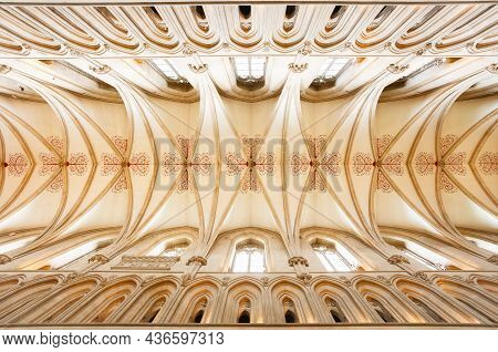 Wells, Uk - October 07, 2011. Wells Cathedral Ceiling Of The Nave, With Quadripartite Vault. Wells C