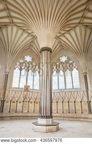 Wells, Uk - October 07, 2011. The Chapter House, A Chamber In Wells Cathedral With Gothic Columns An