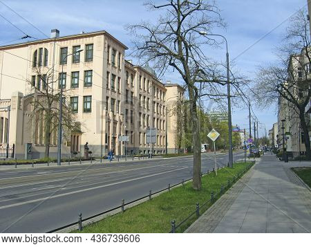 Lodz - Poland. 18 June 2019: View Of Street Pavement In Lodz. Urban Architecture. City Life In Lodz.