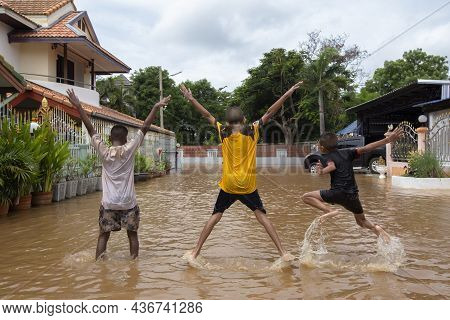 20,sep,2021,lopburi Thailand,three Boys Are Sitting On The Streets Of A Community Where Wild Water H