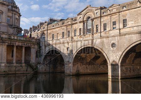 Bath, United Kingdom - November 2, 2017: Bath Old Town View With The 18th Century Pulteney Bridge, D