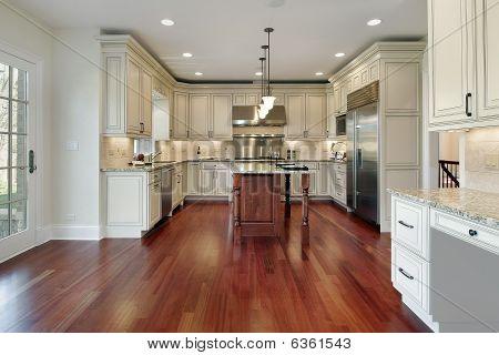 Küche mit Kirsche Holzfußboden