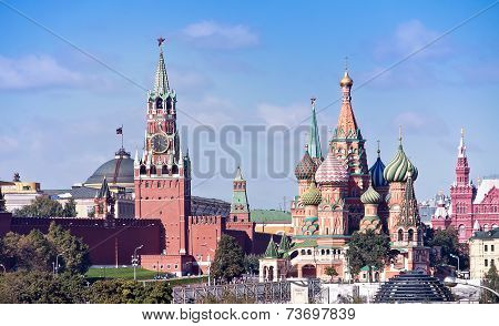 Temple Of Vasiliy Beatific, Red Square And Kremlin