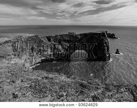 Rock sea gate
