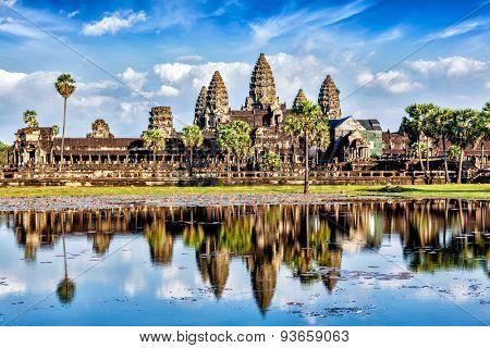 Cambodia landmark wallpaper - Angkor Wat with reflection in water