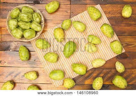 prickly pears, peeled and ready to eat, prickly pears with fresh skin