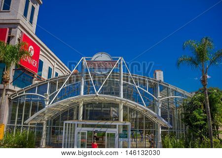CURITIBA , BRAZIL - MAY 12, 2016: the shopping stacao is a shopping center located in a train station and it was opened in 1997.