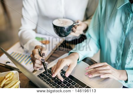 women discussing work at a coffee shop