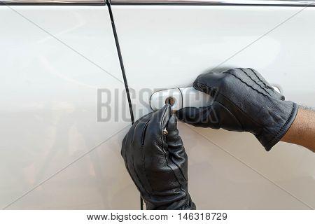 locksmith car on black grove will open white car door
