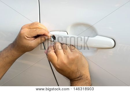 locksmith will open white car door service key