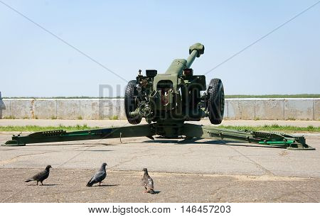howitzer to salute on the river bank