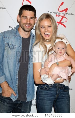 LOS ANGELES - SEP 8:  Justin Gaston, Olivia Christine Gaston, Melissa Ordway at the Young and The Resltless 11,000 Show Celebration at the CBS Television City on September 8, 2016 in Los Angeles, CA