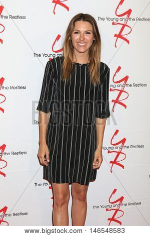 LOS ANGELES - SEP 8:  Elizabeth Hendrickson at the Young and The Resltless 11,000 Show Celebration at the CBS Television City on September 8, 2016 in Los Angeles, CA
