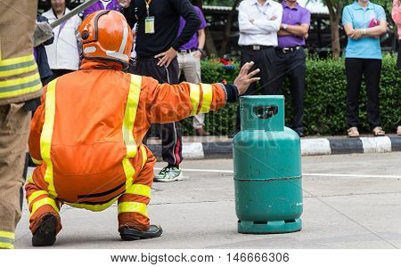 Demonstrations of fire caused from LPG gas.