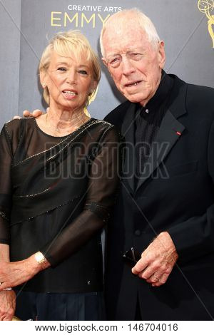 LOS ANGELES - SEP 10:  Catherine von Sydow, Max von Sydow at the 2016 Creative Arts Emmy Awards - Day 1 - Arrivals at the Microsoft Theater on September 10, 2016 in Los Angeles, CA